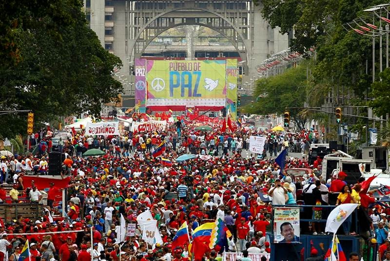 Chavistas mobilise to demand peace