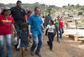 Vice-President Arreaza participates in house to house visits in Antimano Caracas