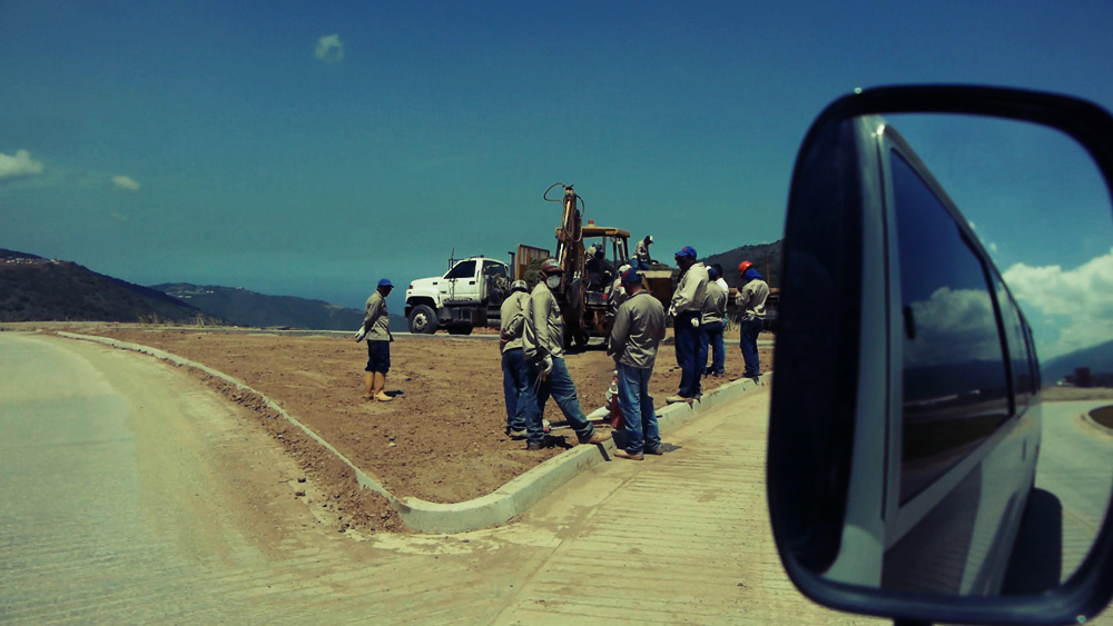 Many of the workers constructing the ciudad live in the ciudad de Caribia