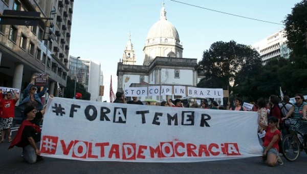 xout temerx thousands march in brazil to defend dilma rousseff.jpg 1718483346