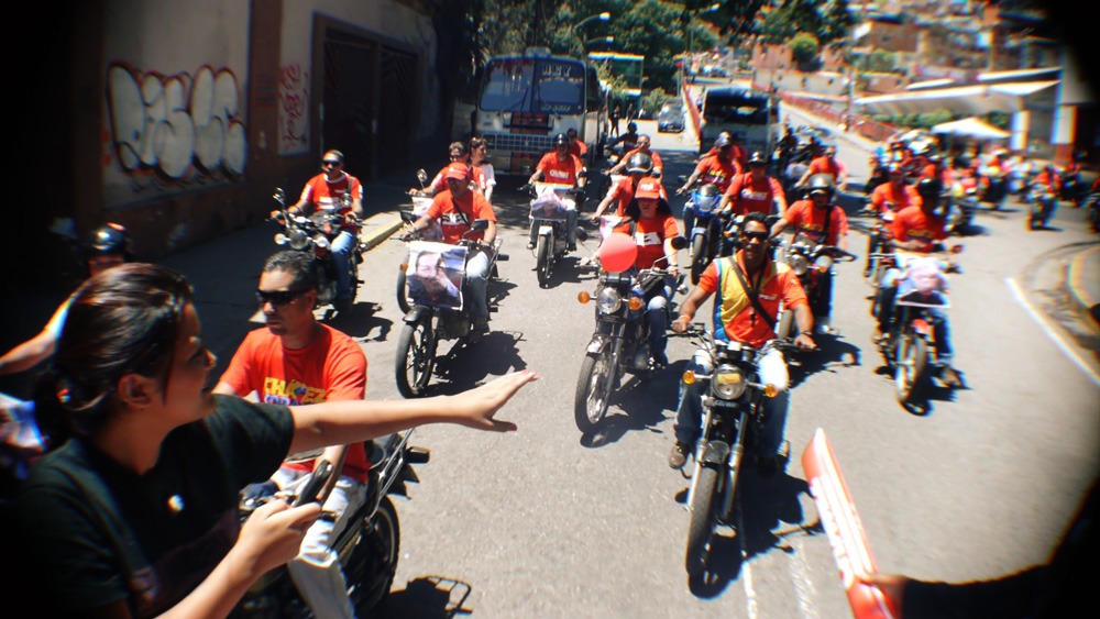 Gabriella and the bikers caravana