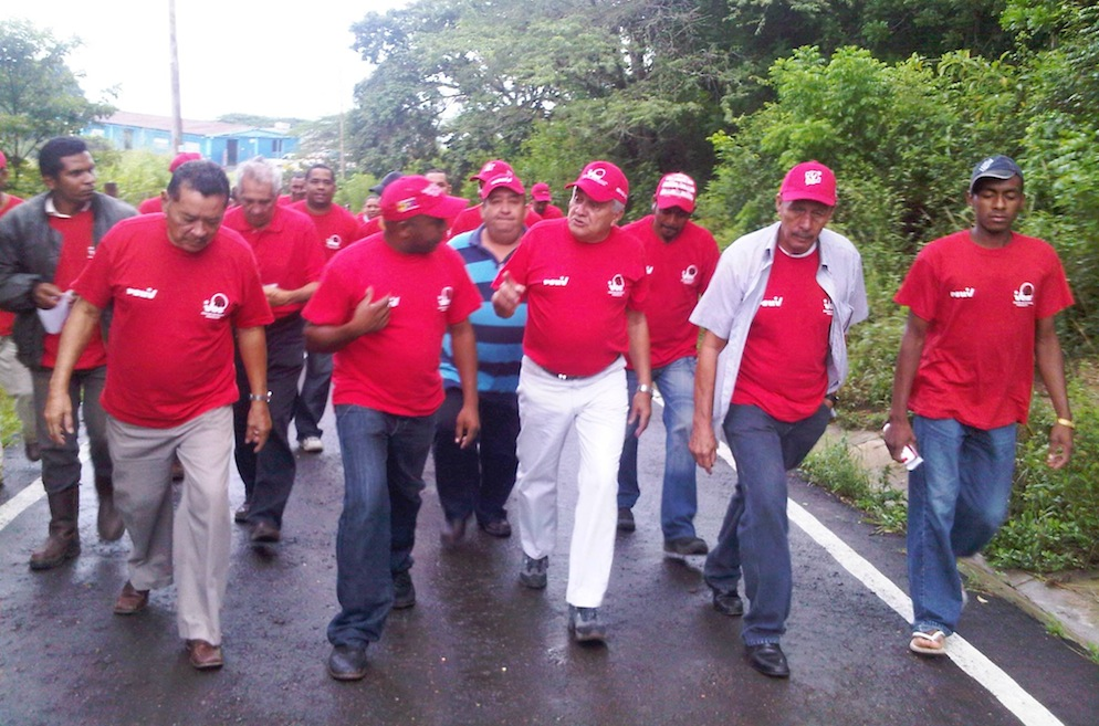 Fernando Soto Rojas (center) in Miranda [photo: PSUV]