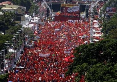 Supporters of Venezuelan President Hugo Chavez attend a closing campaign rally in Caracas November 26, 2006